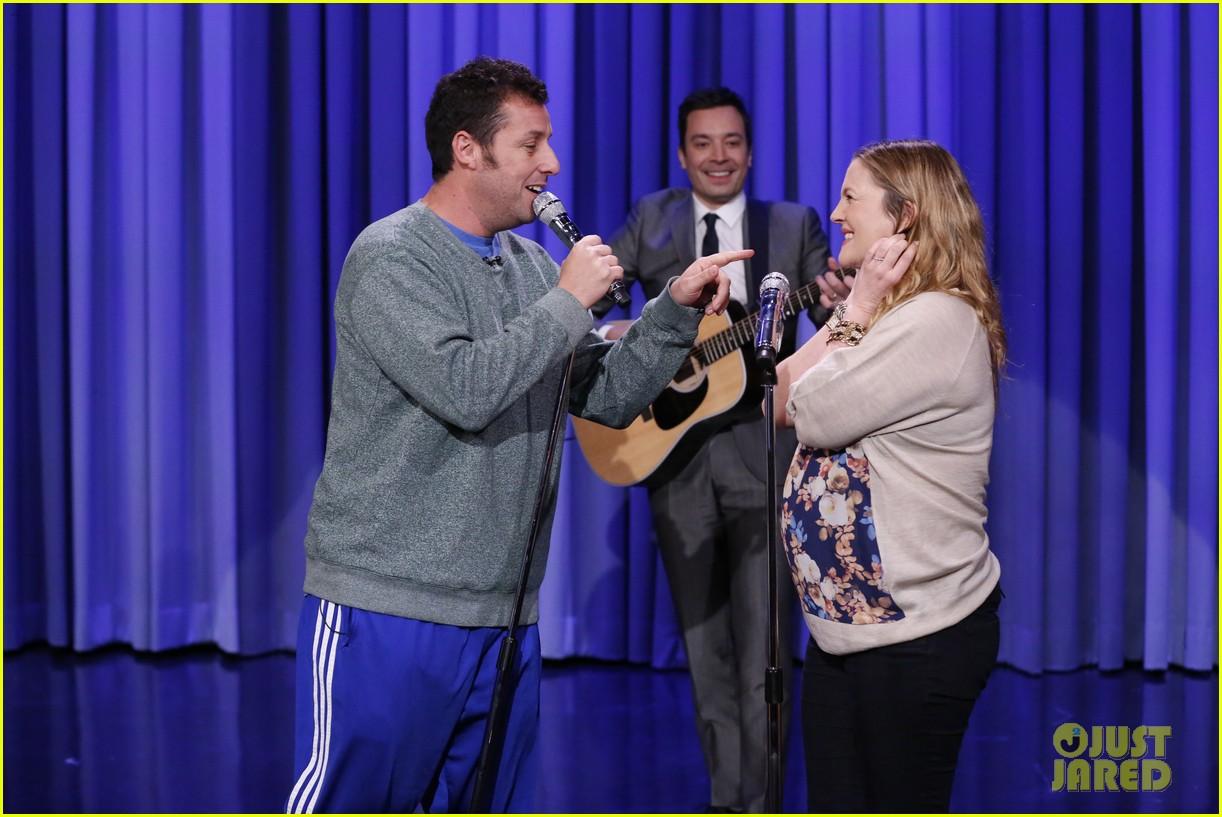 adam sandler sings to pregnant drew barrymore on fallon 023061297