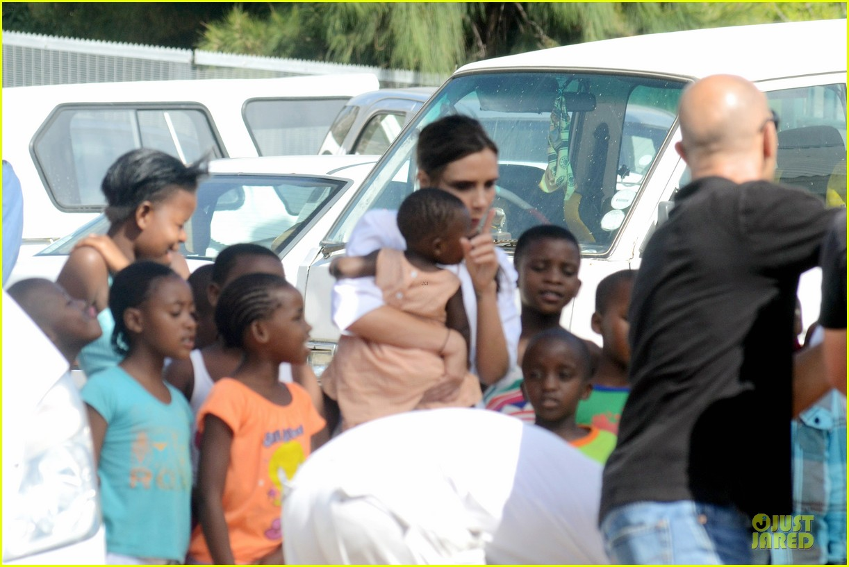 victoria beckham spends time with lalela children in cape town 053059929
