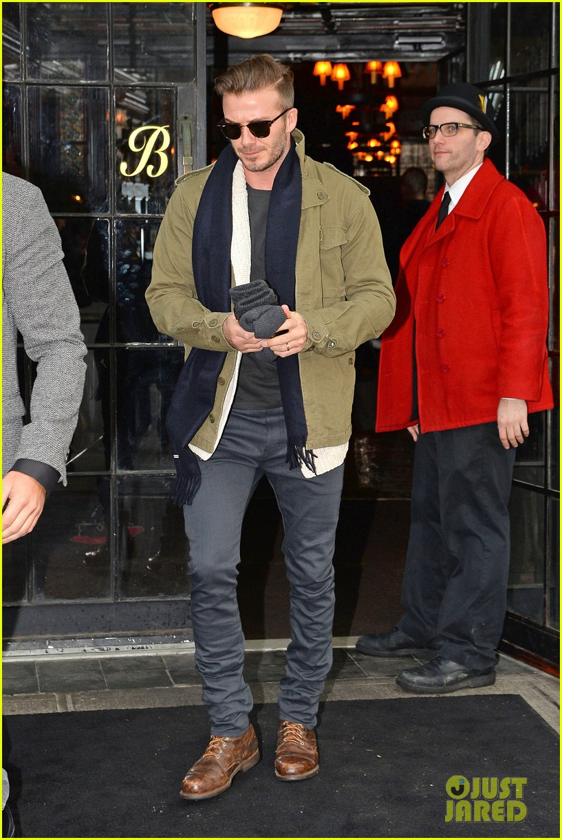 victoria beckham stayed in london while david attended super bowl 2014 013046895