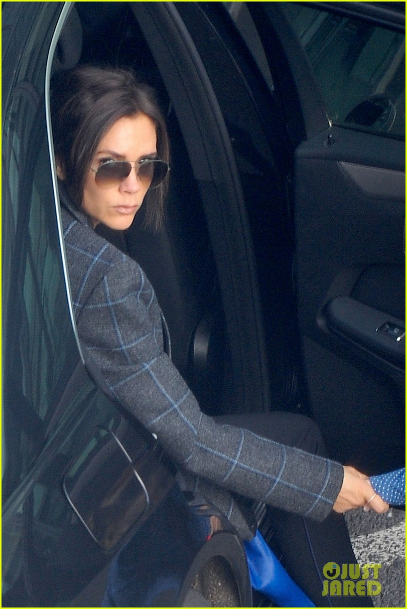 victoria beckham stayed in london while david attended super bowl 2014 023046896