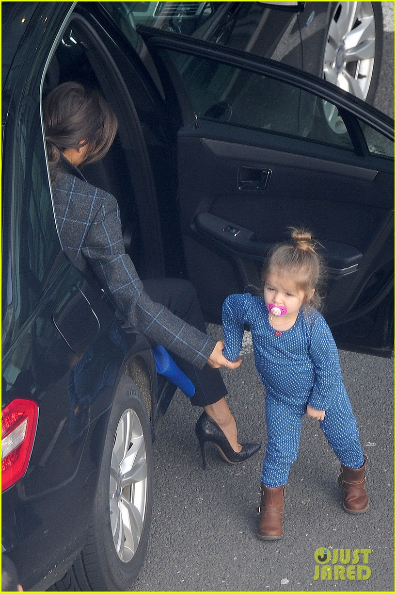 victoria beckham stayed in london while david attended super bowl 2014 053046899