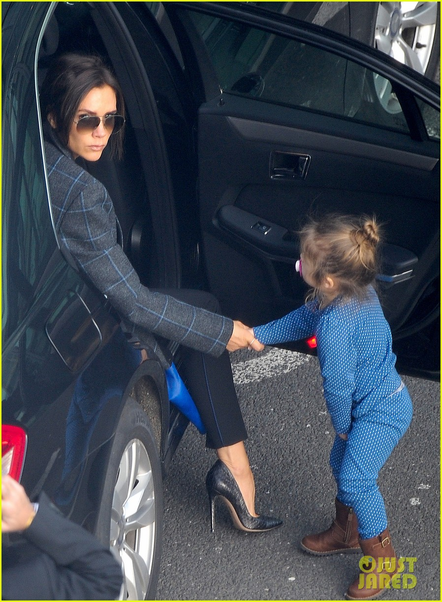 victoria beckham stayed in london while david attended super bowl 2014 103046904