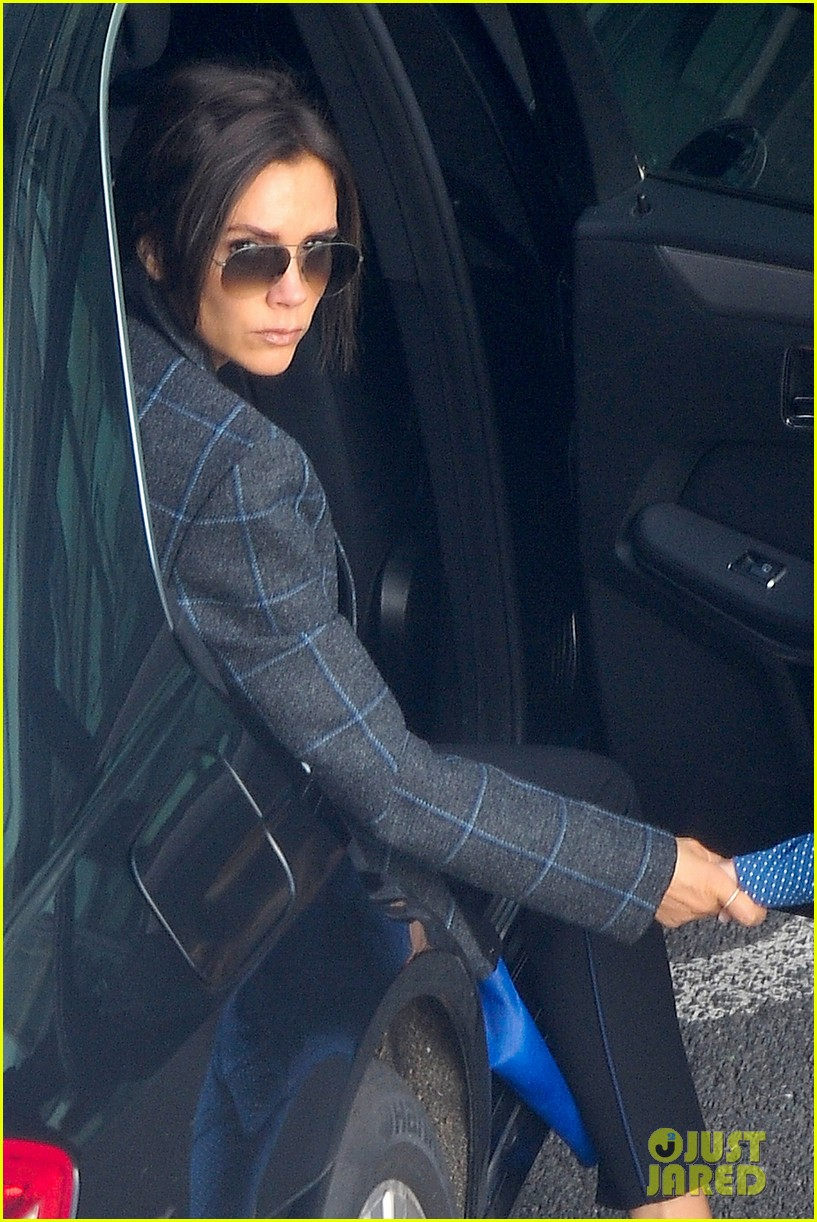 victoria beckham stayed in london while david attended super bowl 2014 113046905