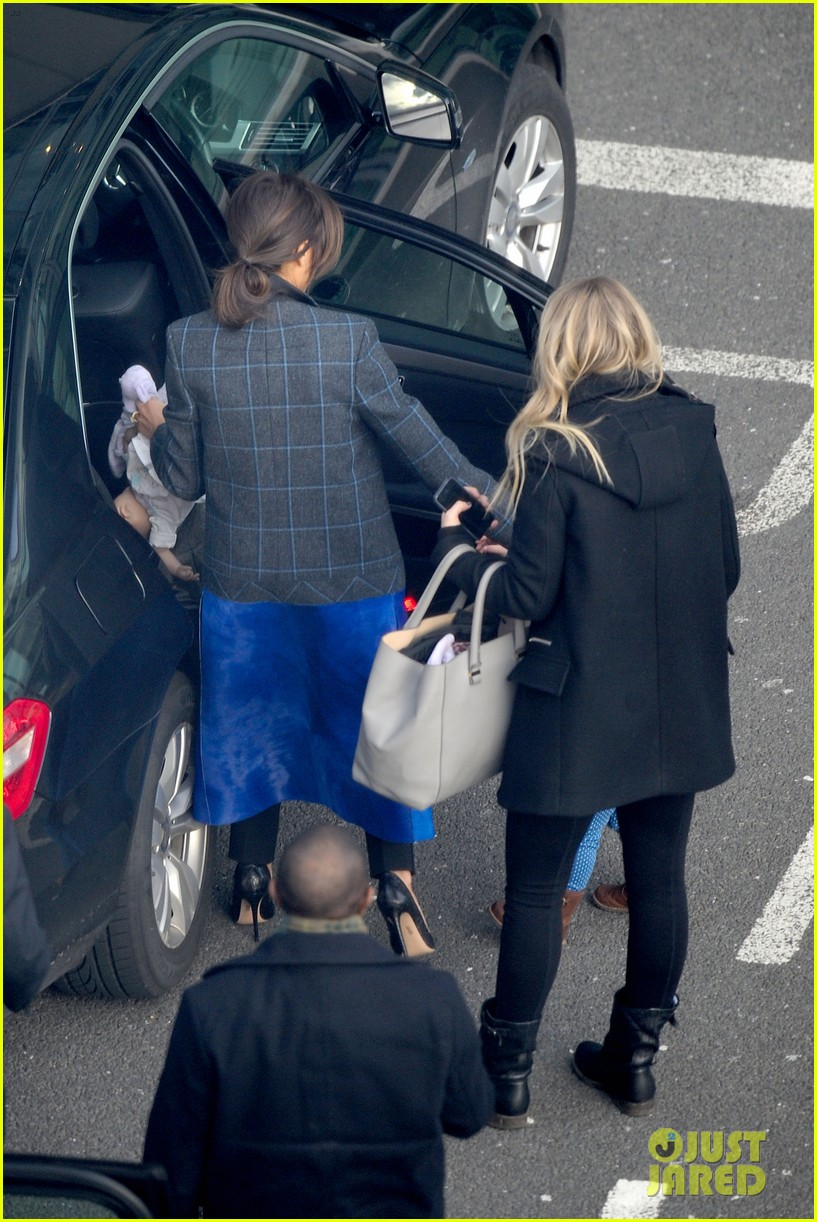 victoria beckham stayed in london while david attended super bowl 2014 233046917