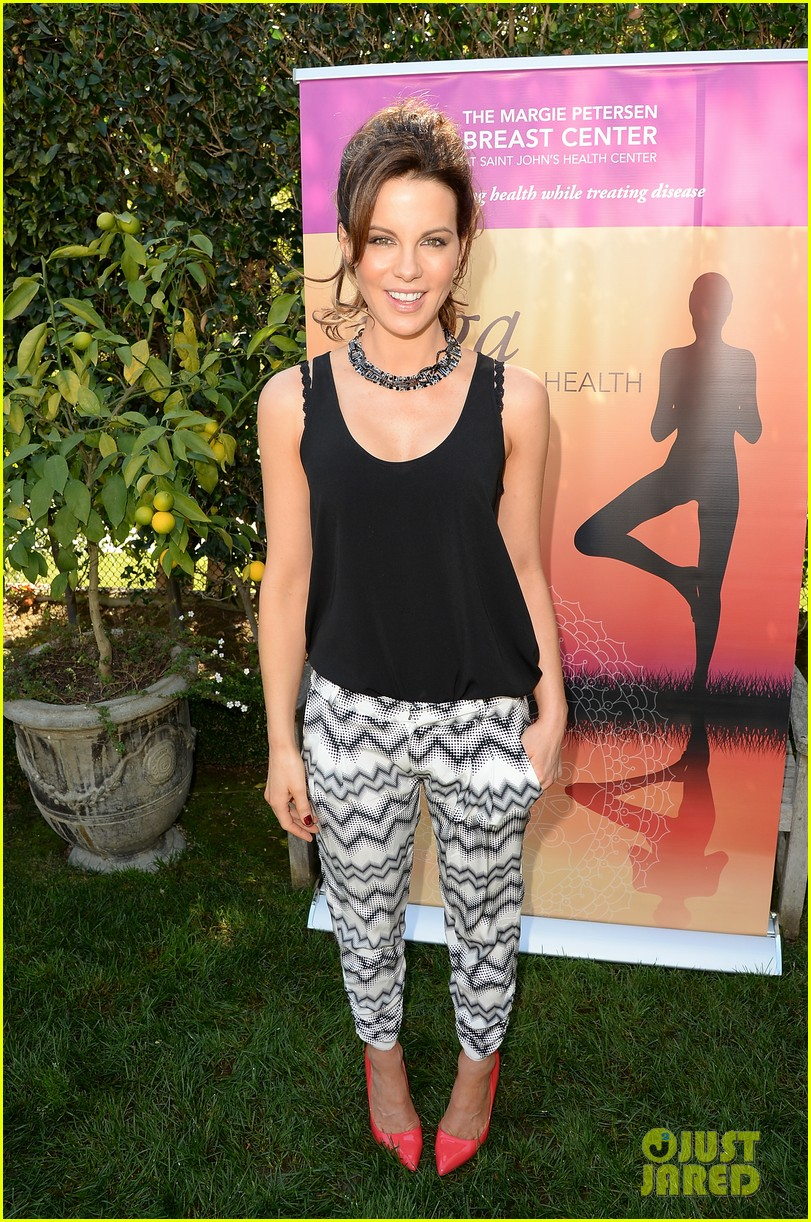 kate beckinsale gives back with yoga fundraiser pink joins in to help fight breast cancer 10