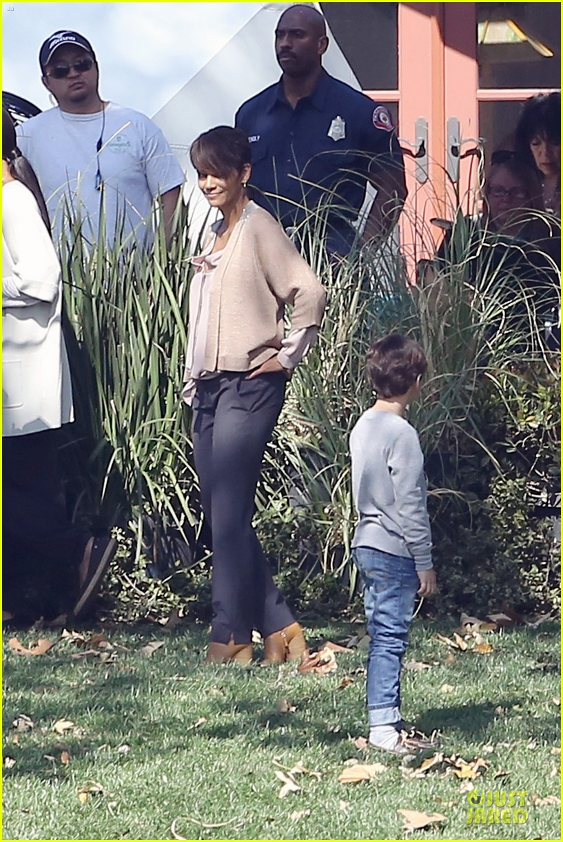 halle berry spends valentines day filming extant with goran visnjic 06