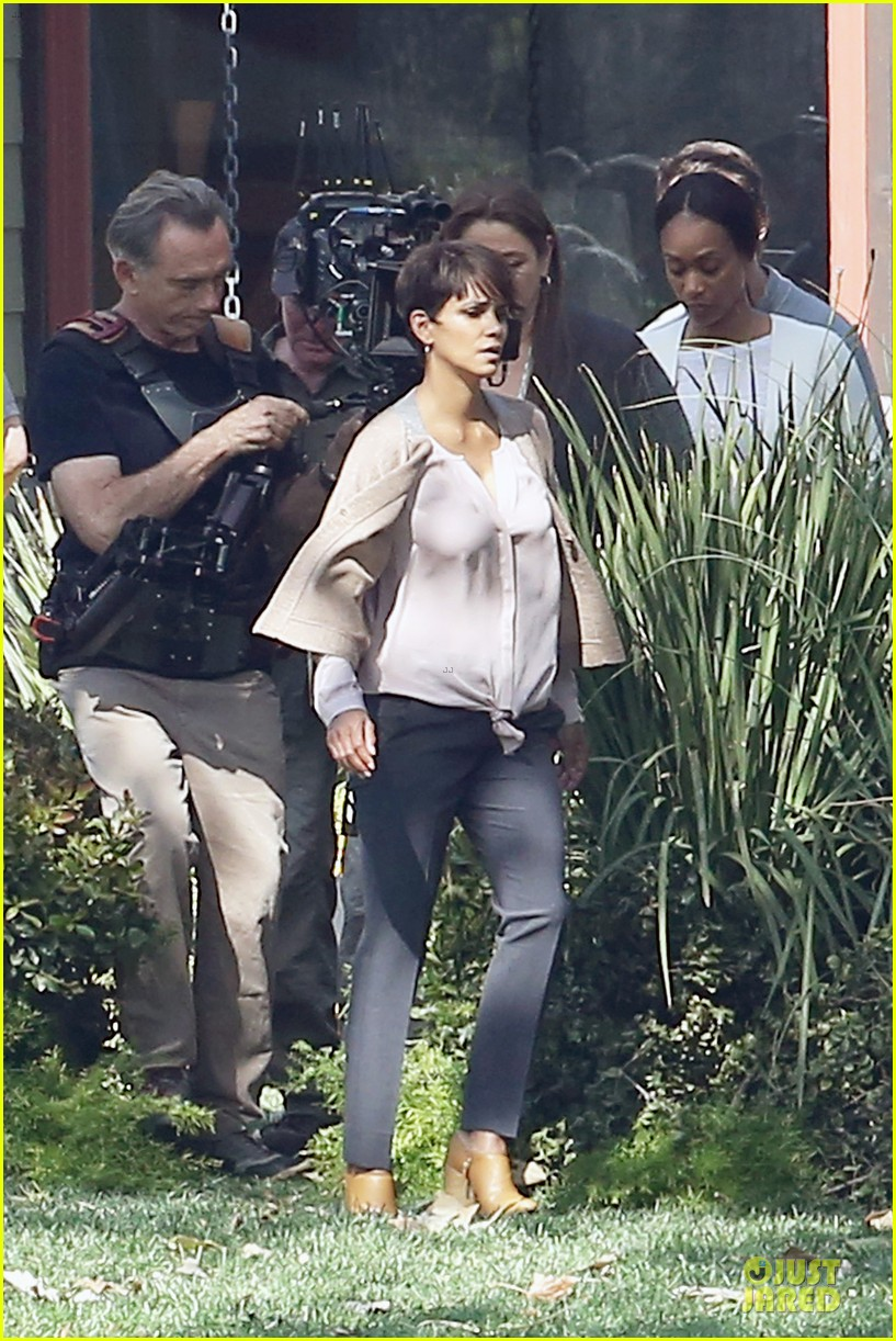 halle berry spends valentines day filming extant with goran visnjic 103053731