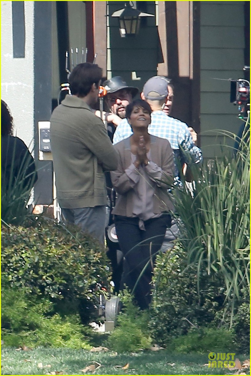 halle berry spends valentines day filming extant with goran visnjic 143053735