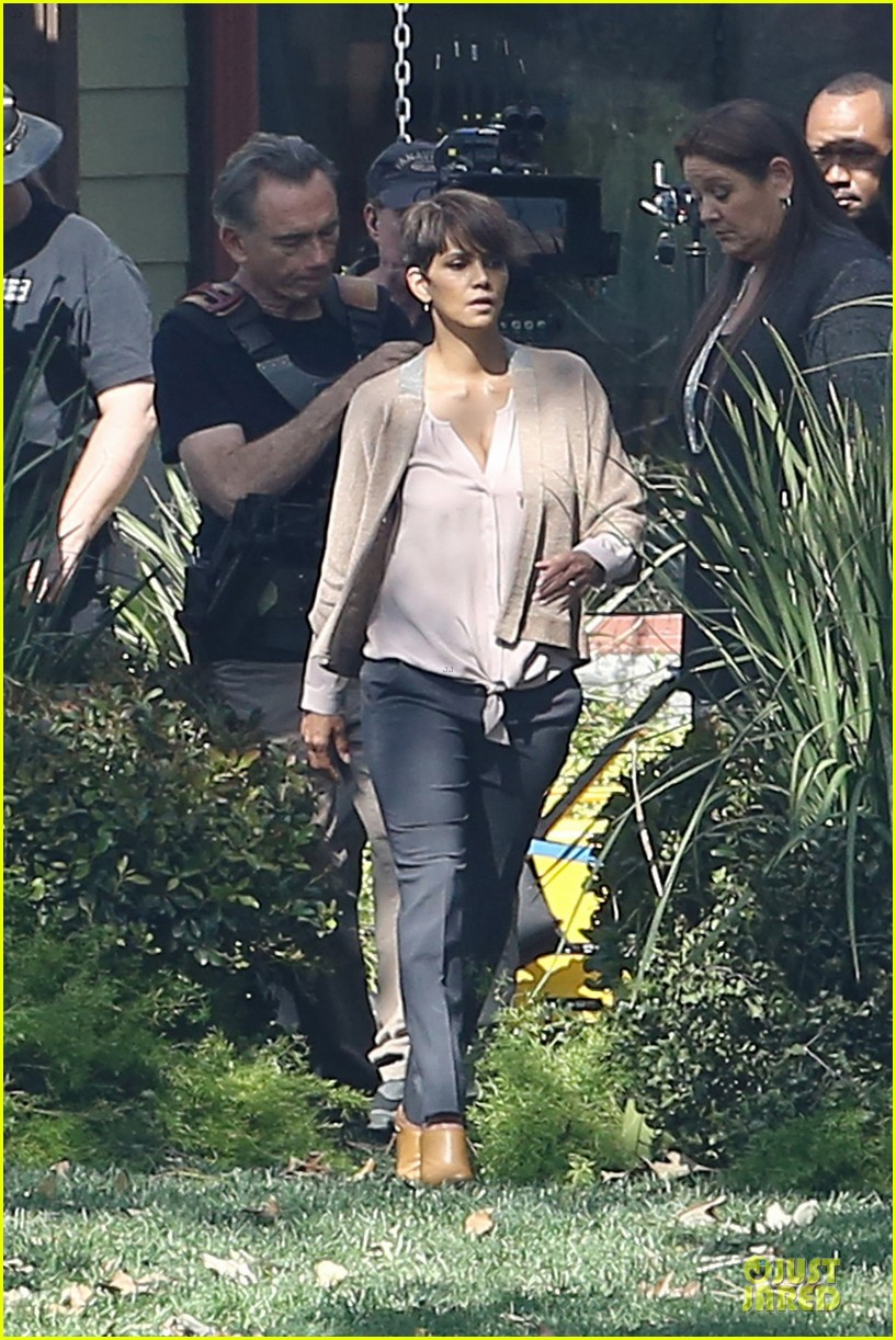 halle berry spends valentines day filming extant with goran visnjic 24