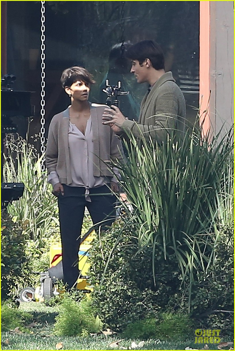 halle berry spends valentines day filming extant with goran visnjic 303053751