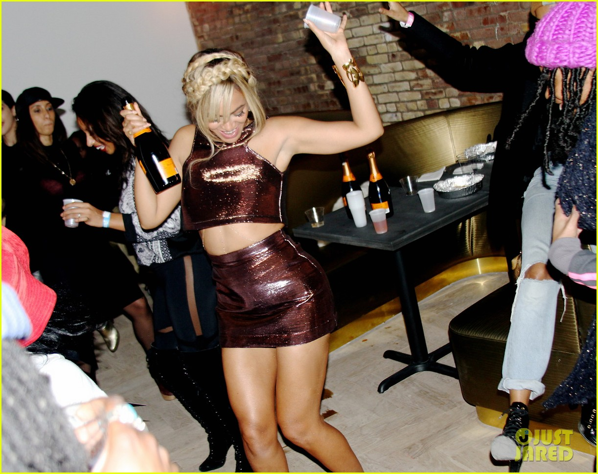 beyonce works the dance floor at fashion week party 053053326