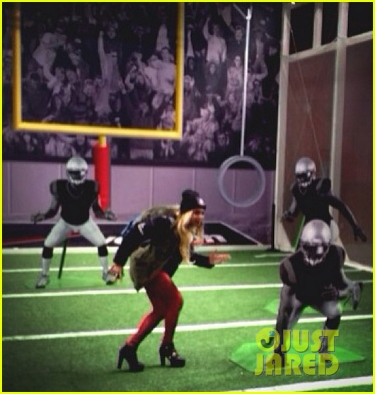 beyonce channels her inner football player for super bowl 2014 013046590