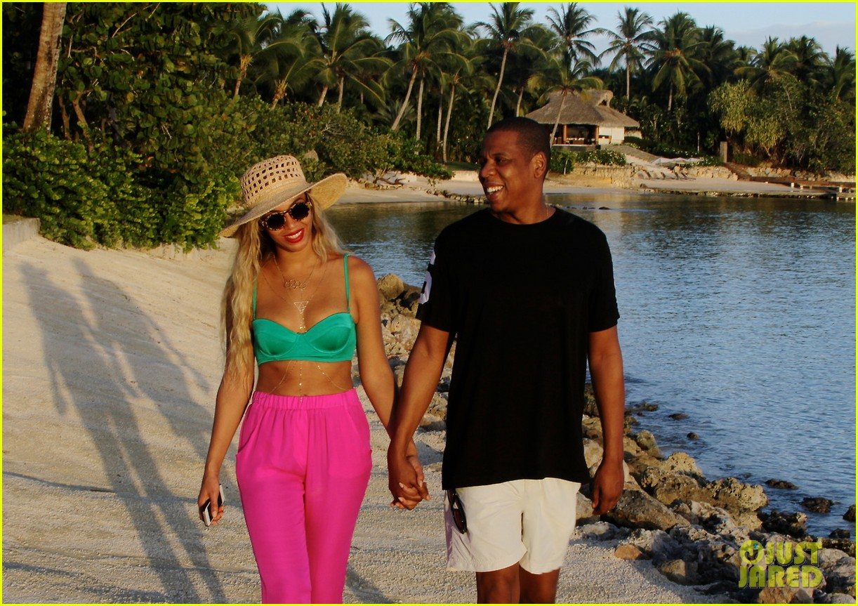 beyonce models sexy swimsuits in new tumblr photos 033061083