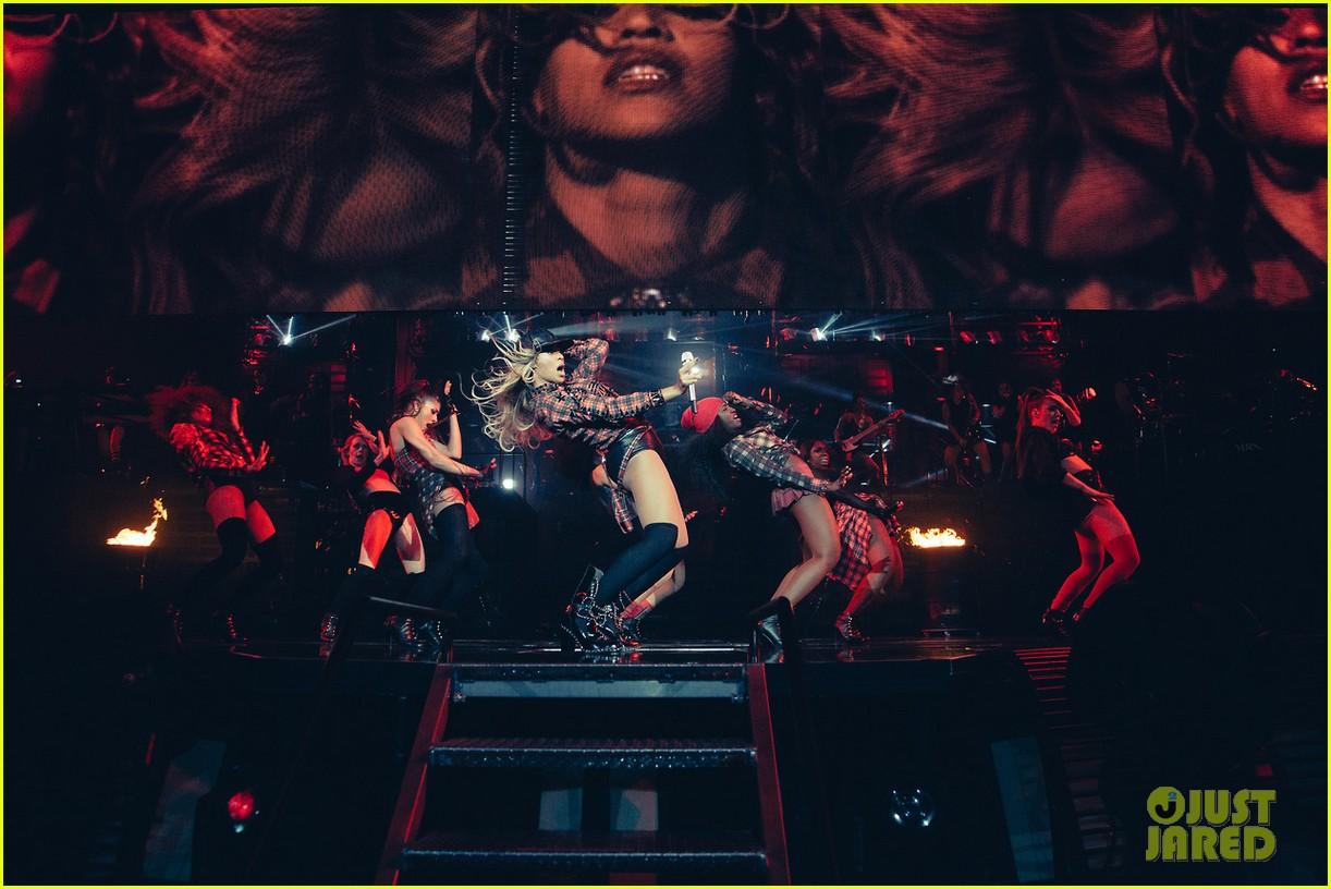 beyonce performed yonce live our week has officially been made watch now 103059715