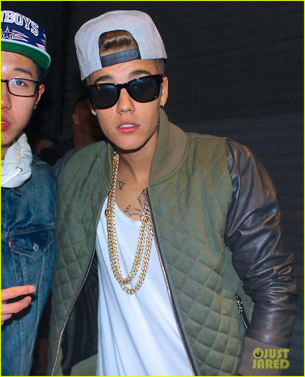 justin bieber hits up maxim super bowl party after plane flagged by customs 03
