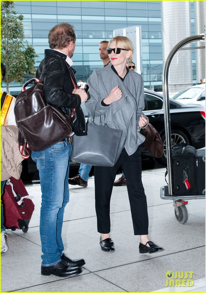 cate blanchett flies out of sydney en route to the oscars 2014 053062280