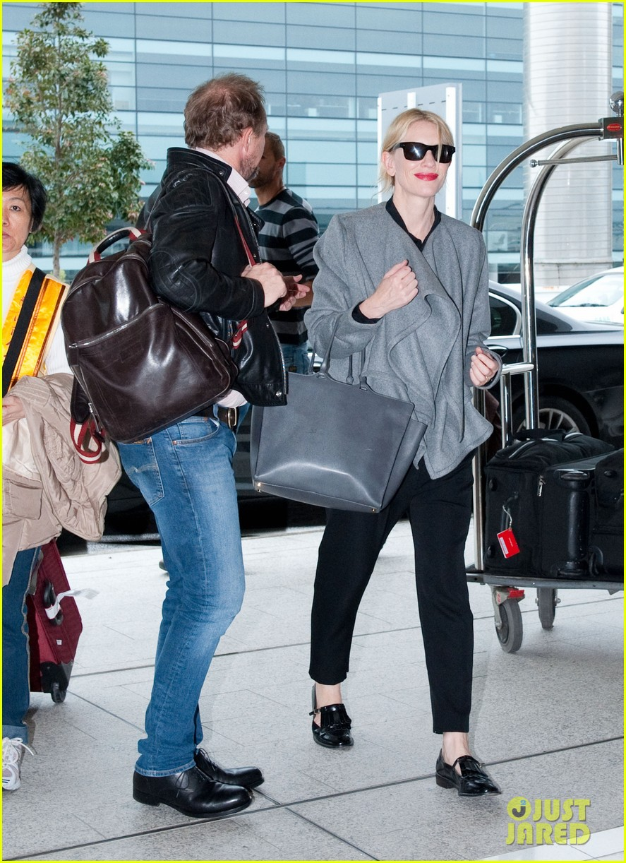 cate blanchett flies out of sydney en route to the oscars 2014 063062281