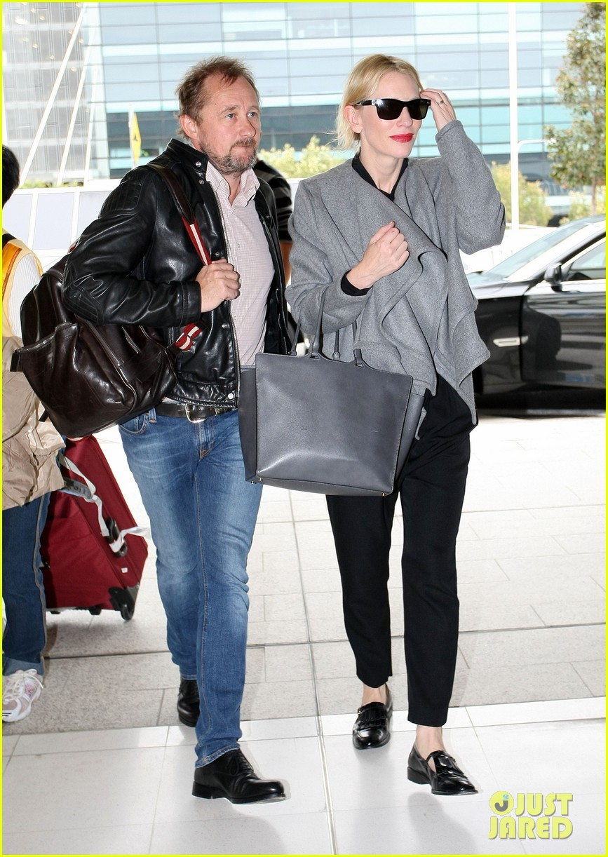 cate blanchett flies out of sydney en route to the oscars 2014 103062285