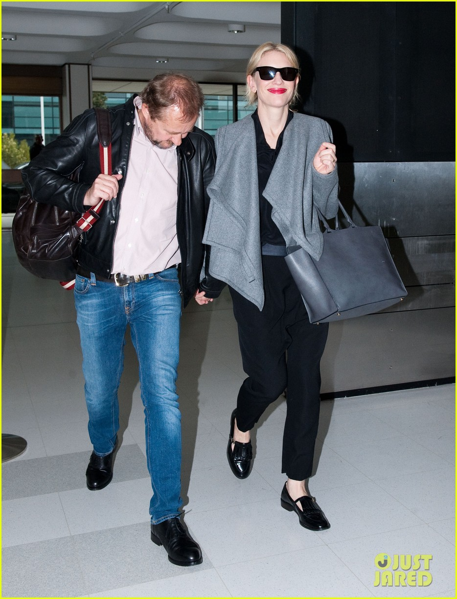 cate blanchett flies out of sydney en route to the oscars 2014 133062288