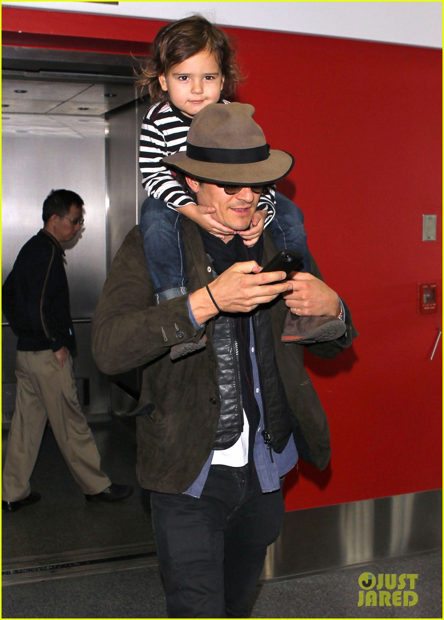 orlando bloom gives flynn a shoulder ride at the airport 063056667