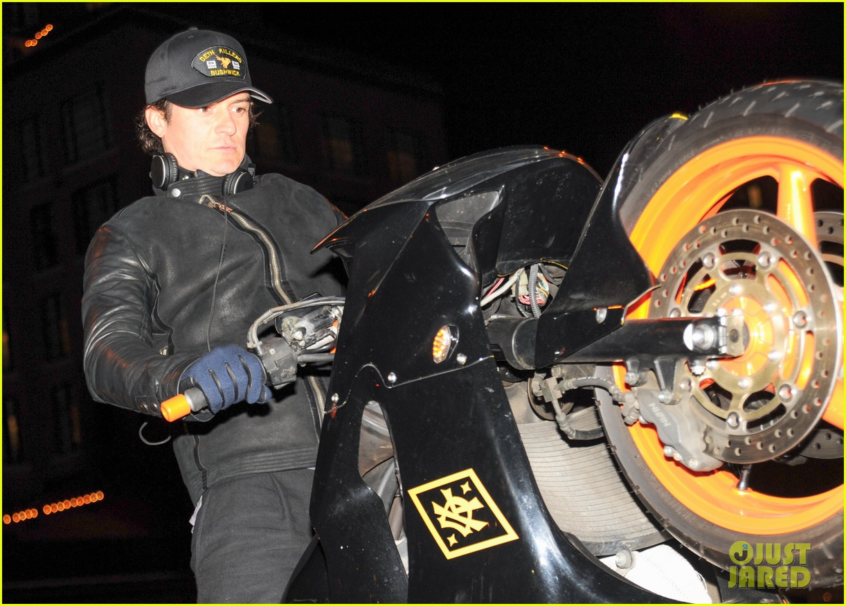 orlando bloom pops a wheelie meets justin theroux at deth killers event 063051995
