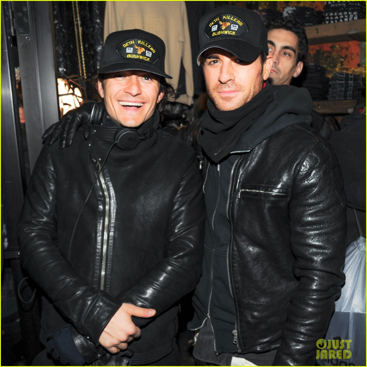 orlando bloom pops a wheelie meets justin theroux at deth killers event 11
