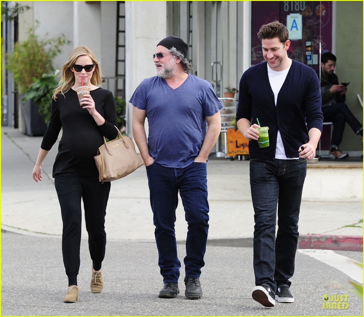 emily blunt john krasinski quench thirst at liquid juice bar 03