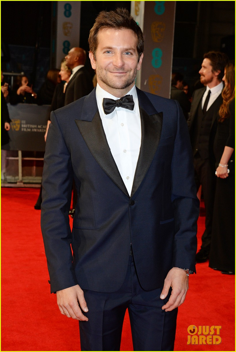 bradley cooper baftas 2014 red carpet 013054588