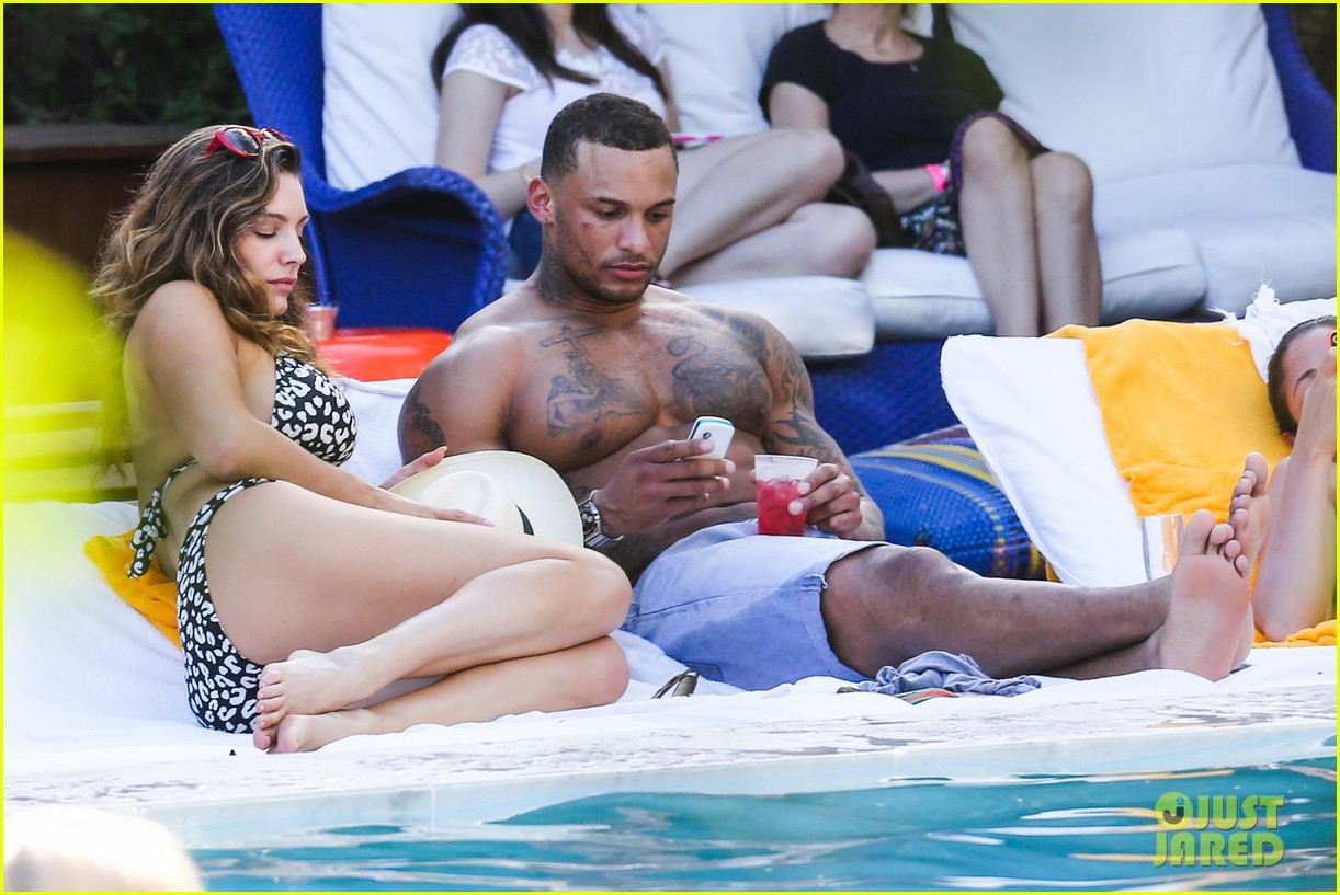 kelly brook bikini babe with macho boyfriend david mcintosh 023046851
