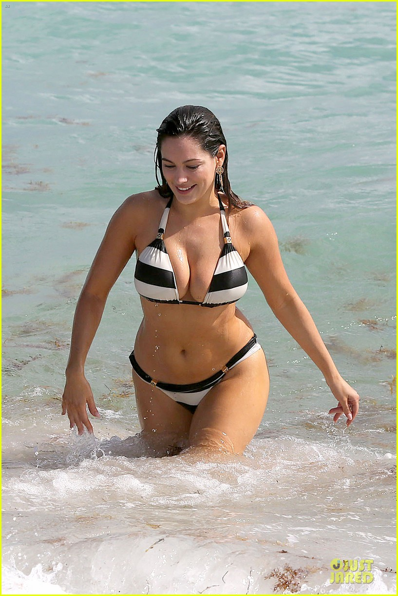 kelly brook frolicks on the beach with boyfriend david mcintosh 07