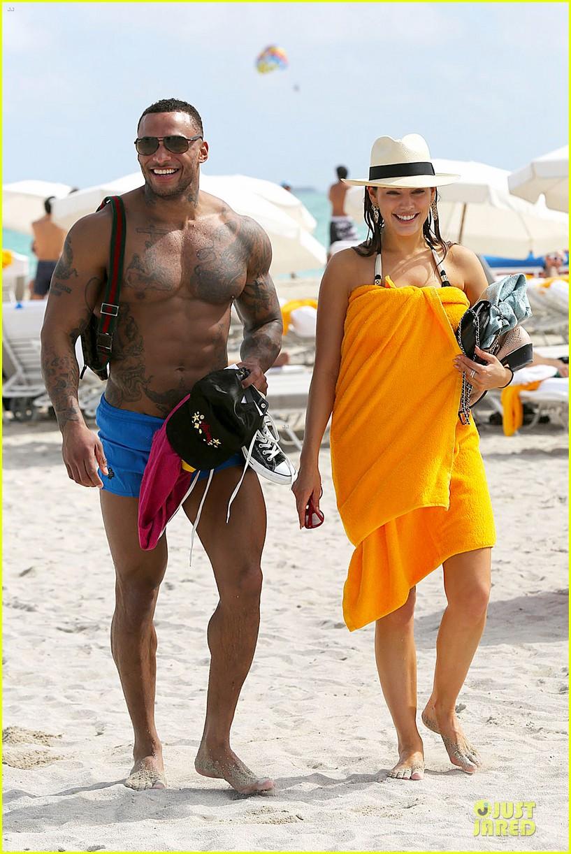 kelly brook frolicks on the beach with boyfriend david mcintosh 123047542