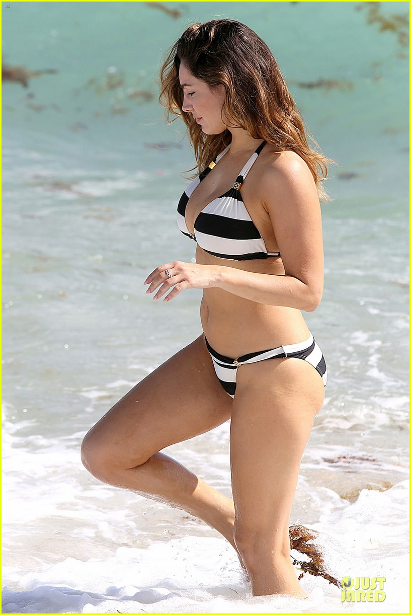 kelly brook frolicks on the beach with boyfriend david mcintosh 18