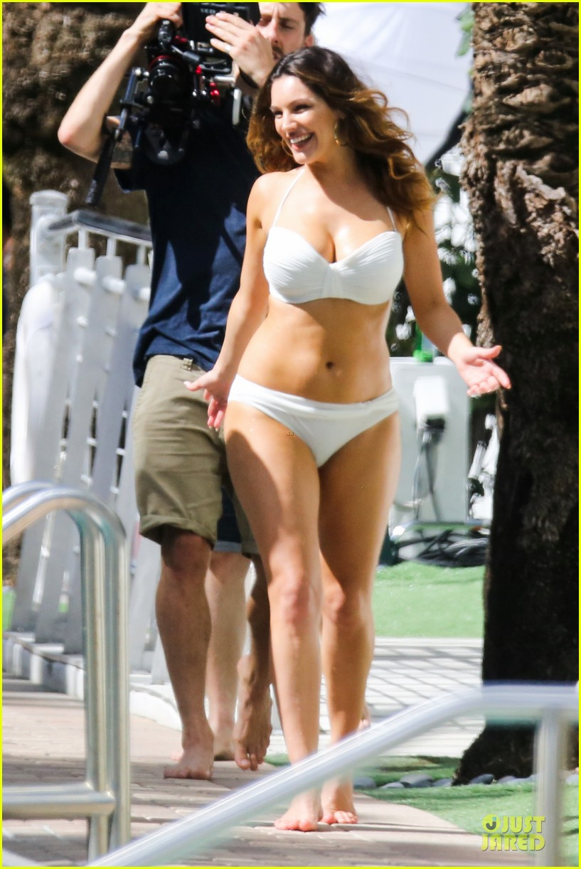 kelly brook frolicks on the beach with boyfriend david mcintosh 213047551
