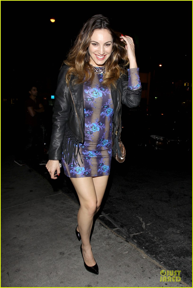 kelly brook brook mcintosh hold hands at 1 oak nightclub 013053848