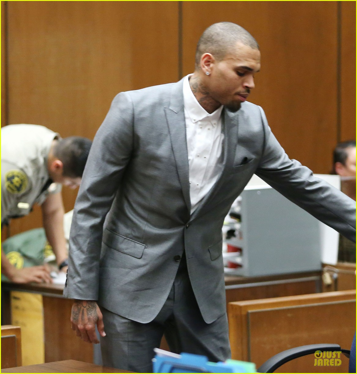 chris brown diagnosed with bipolar disorder ptsd staying in rehab for 2 more months 053062577