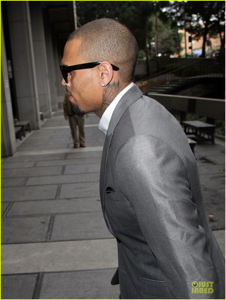 chris brown diagnosed with bipolar disorder ptsd staying in rehab for 2 more months 06