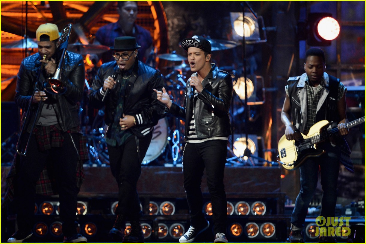 bruno mars performs treasure at brit awards 2014 video 053056373