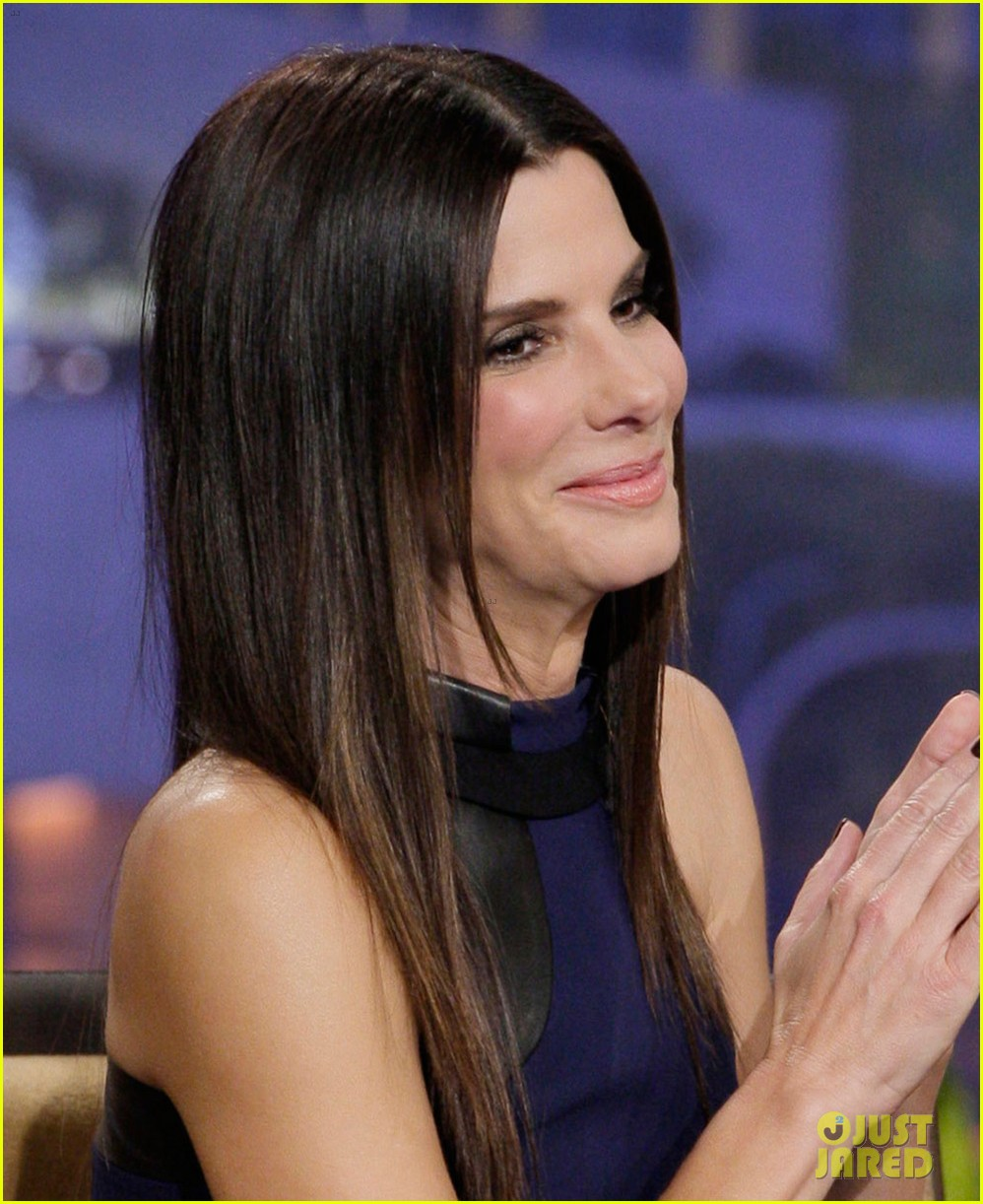 sandra bullock visits jay leno for his second to last show 043048313