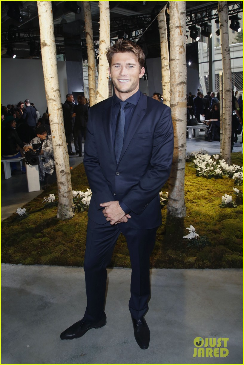 gerard butler scott eastwood front row fun at boss show 05