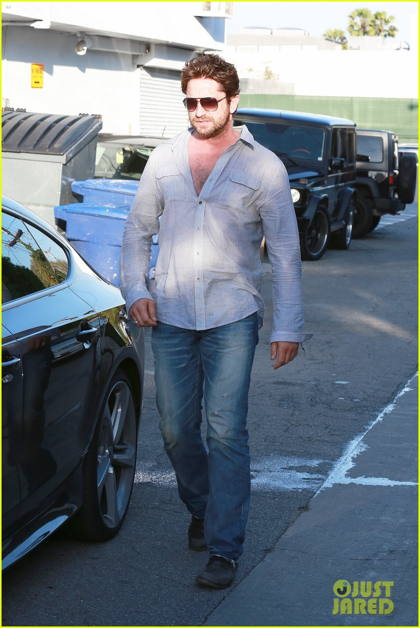 gerard butler visits the salon before doing dragon 2 press 053061922