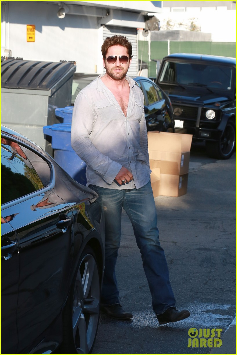 gerard butler visits the salon before doing dragon 2 press 093061926