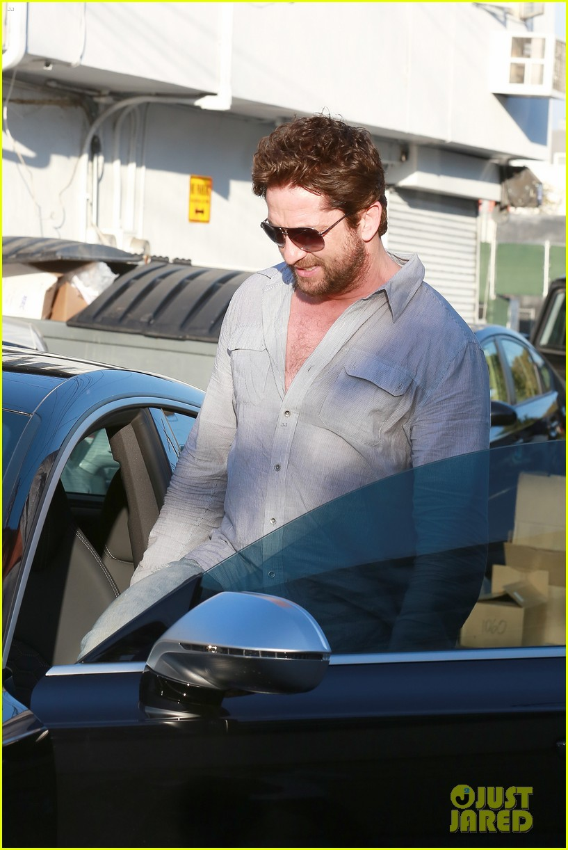 gerard butler visits the salon before doing dragon 2 press 113061928