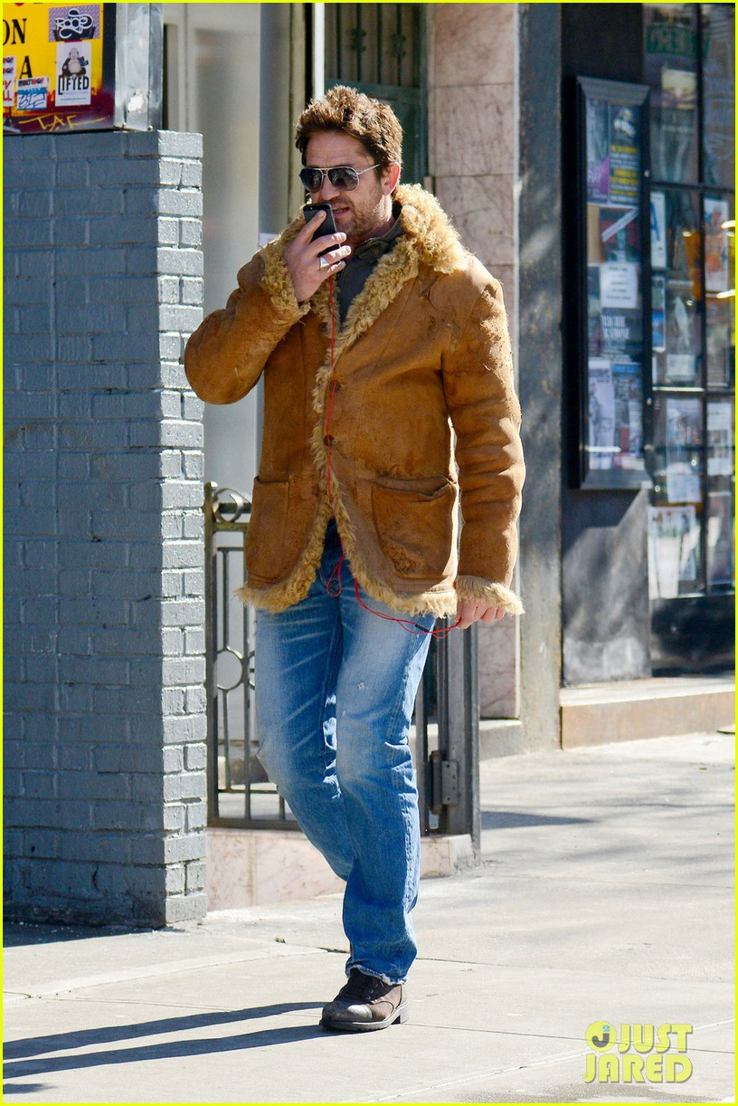 gerard butler keeps warm in furry brown coat 01