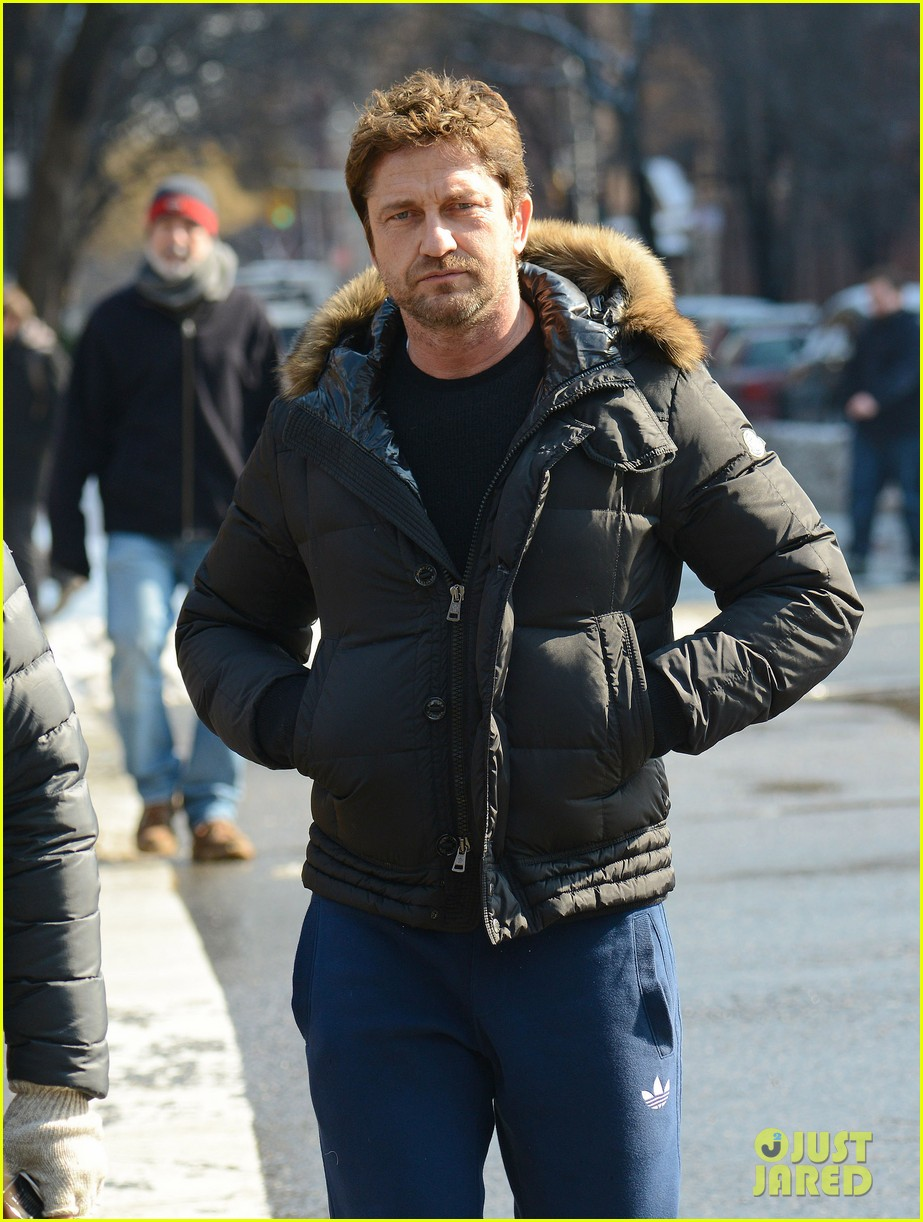 gerard butler keeps warm in furry brown coat 02