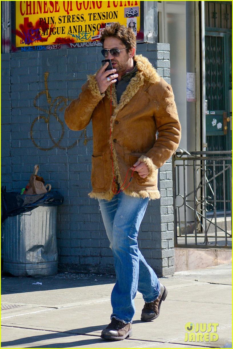 gerard butler keeps warm in furry brown coat 073055151