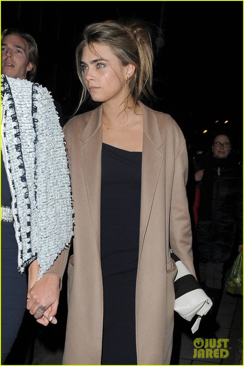 cara delevingne celebrates sister chloes wonderful wedding day 023049686