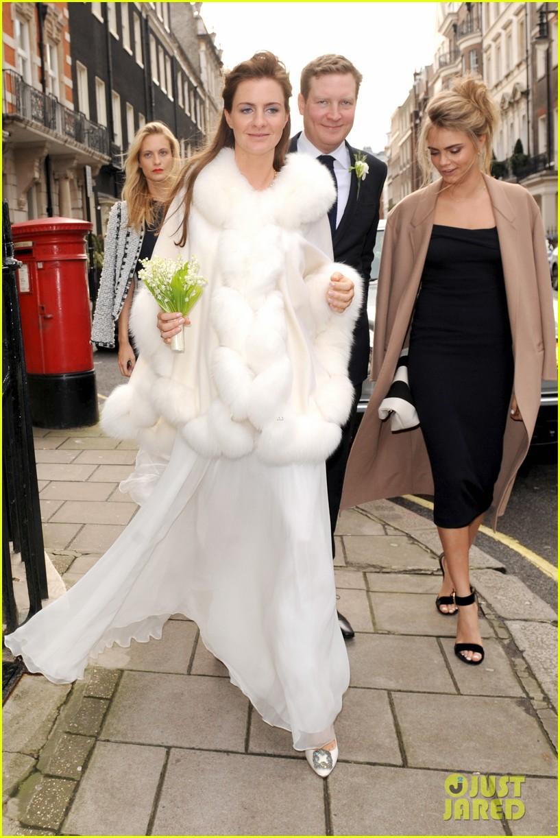 cara delevingne celebrates sister chloes wonderful wedding day 033049687