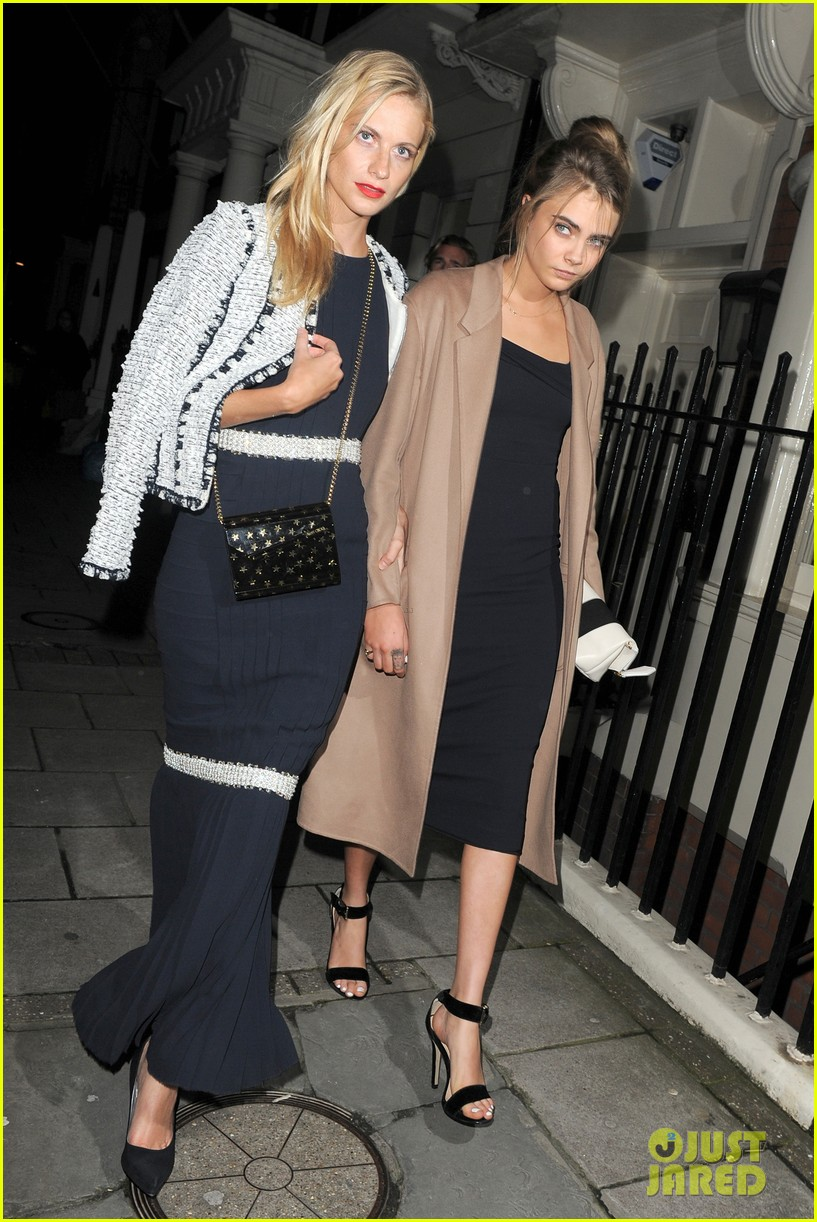 cara delevingne celebrates sister chloes wonderful wedding day 043049688