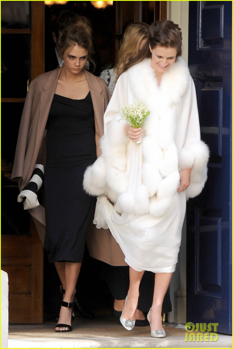 cara delevingne celebrates sister chloes wonderful wedding day 063049690