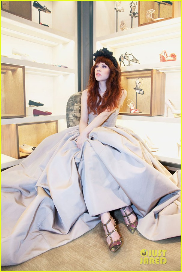 carly rae jepsen dons wedding dress for cinderella curtain call 053047796